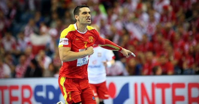 El francotirador infalible juega en Macedonia